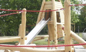 Der Freundschaftspark in Probstheida hat einen neuen Spielplatz bekommen und begeistern nun mit vielen Kletterelementen.